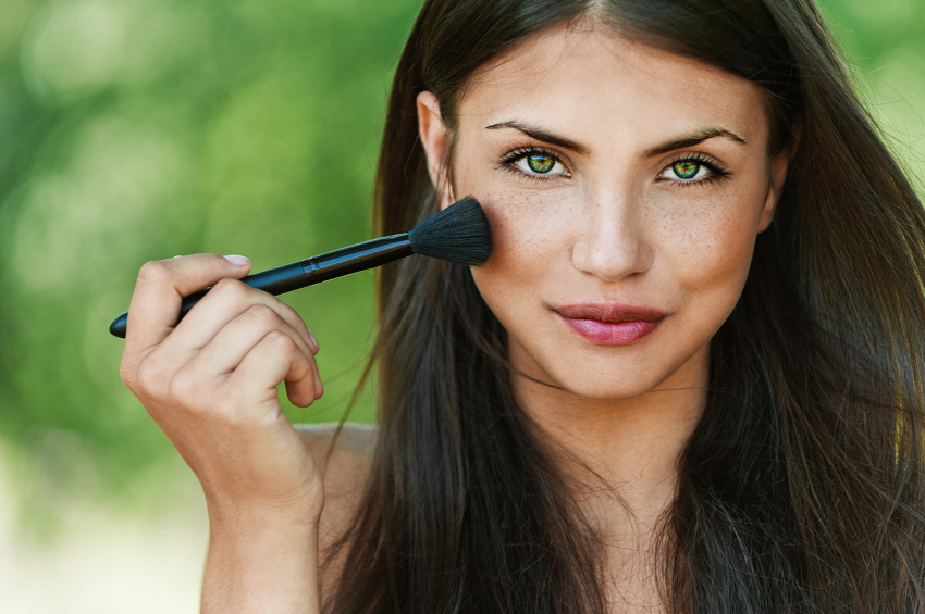 The Secrets to Using Organic Makeup Like the Pros